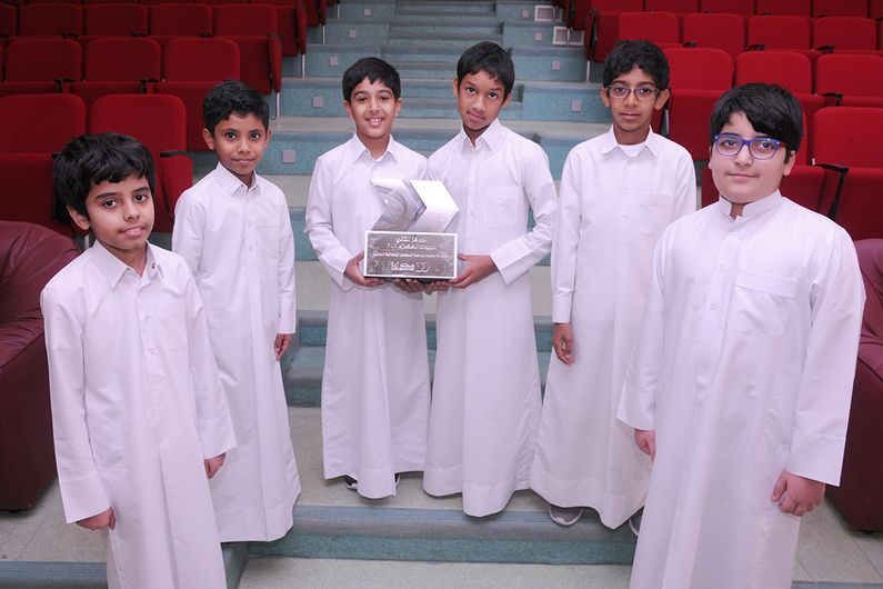 Students at Seoud Bin AbdulRehman Elementary School for Boys with their trophy for winning second prize in the Your Health First – Sahtak Awalan Project: Greenhouse contest.