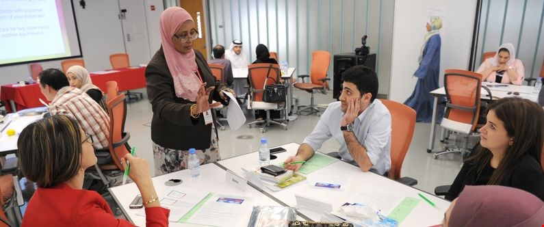 Huda Abdelrahim speaks with participants during the Mastering Emotional Intelligence course.
