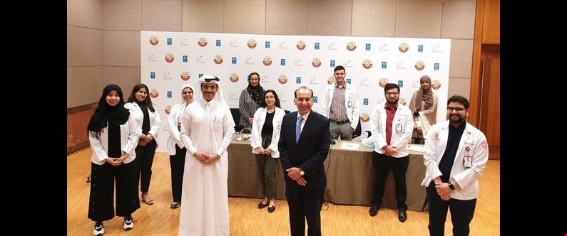 Sheikh Dr. Mohammed Al-Thani of the Ministry of Public Health (front left), Dr. Ravinder Mamtani of WCM-Q (front center) and Dr. Sohaila Cheema (back left) observing physical distancing with WCM-Q students enrolled on the new elective course.